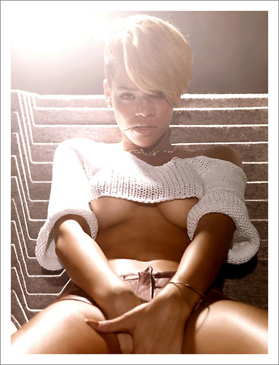 Nice T-Shirt Rihanna
