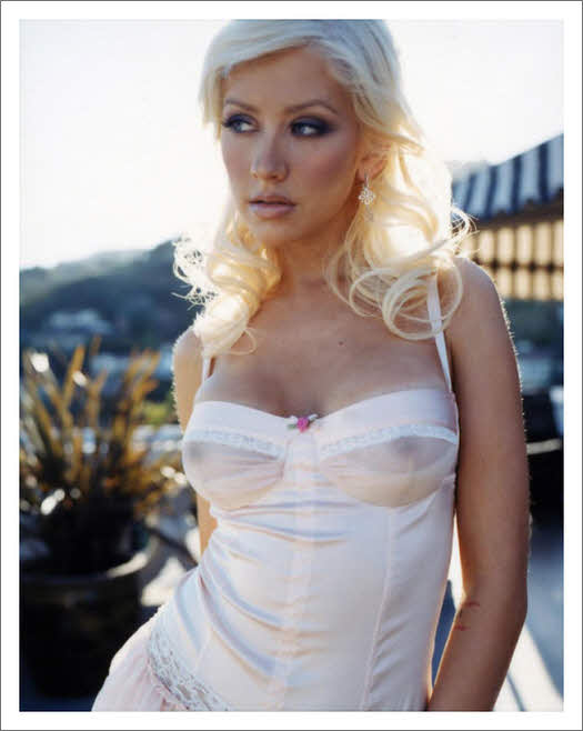 Christina aguilera sexy boobs