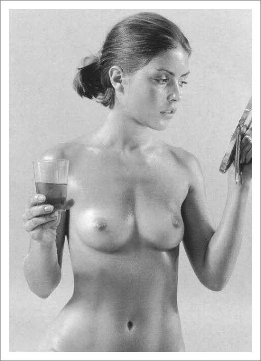 Sexy nude brunette